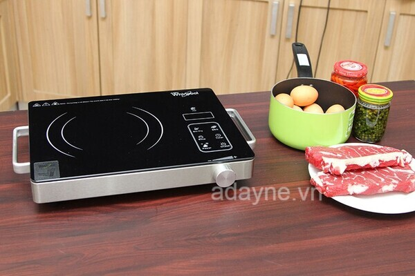Bếp hồng ngoại Whirpool ACTP23BV hiện đại tạo không gian bếp ấm cúng, sang trọng.