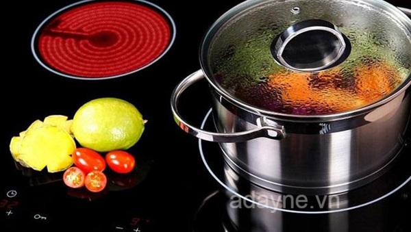 So với bếp hồng ngoại sử dụng đèn Halogen, bếp hồng ngoại dùng mâm nhiệt sở hữu nhiều ưu điểm