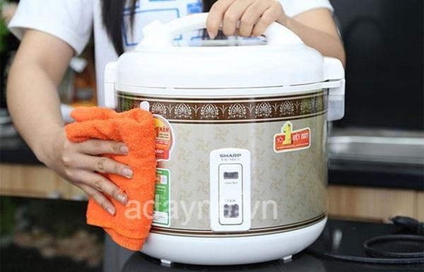 Hãy lau khô nồi trước khi nấu